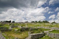 Antyczne ruiny średniowieczny forteca blisko do miasteczka Shumen fotografia stock
