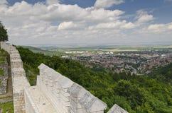 Antyczne ruiny średniowieczny forteca blisko do miasteczka Shumen zdjęcia royalty free