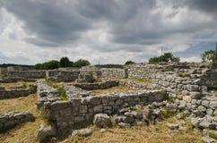 Antyczne ruiny średniowieczny forteca blisko do miasteczka Shumen fotografia royalty free