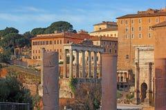 Antyczne ruiny antykwarskie rzymskie świątynie, Rzym Zdjęcia Royalty Free