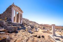Antyczne ruiny w wyspie Delos w Cyclades, jeden znacząco mitologiczni, dziejowi i archeologiczni miejsca, zdjęcie stock