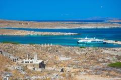 Antyczne ruiny w wyspie Delos w Cyclades, jeden znacząco mitologiczni, dziejowi i archeologiczni miejsca, fotografia stock
