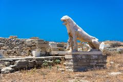 Antyczne ruiny w wyspie Delos w Cyclades, jeden znacząco mitologiczni, dziejowi i archeologiczni miejsca, obraz royalty free