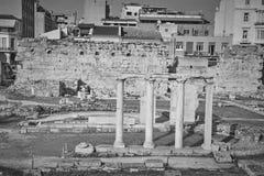 Antyczne rzymskie kolumny w Ateny mieście Zdjęcie Royalty Free