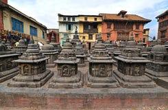 Antyczne statuy w Swayambhunath, Nepal Teraz niszczący po Obraz Royalty Free