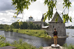 antycznego banka forteczny Pskov rzeki widok Obrazy Royalty Free