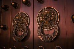 Antycznego budynku drzwiowy knocker Fotografia Royalty Free