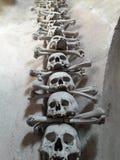 Antycznego rzemiosła barokowy kościół w Prague ossuary tkaczów statuy śmierci obraz royalty free