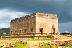 Antycznej świątyni exposé od rzeki suchej zdjęcie royalty free