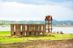 Antycznej świątyni exposé od rzeki suchej obraz stock