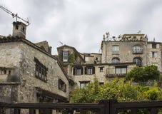 Antyczni budynki mieszkalni w południe Francja obrazy stock
