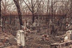 Antyczni cmentarniani nagrobków zabytki anioła mistycyzmu tajemnicy ducha duchy przynoszą śmierć fotografia stock