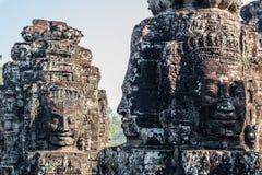 Antyczni dwa kamienia ono uśmiecha się twarze Prasat Bayon Wat świątynia w dżungli, Angkor wat, Kambodża Angkor Wat jest Obraz Stock