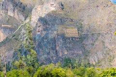 Antyczni halni storehouses blisko Ollantaytambo Peru obrazy royalty free