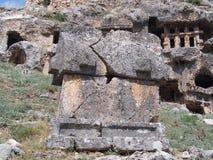 Antyczni Lycian skały grobowowie fotografia stock