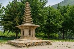 Antyczni 13 piętrowa kamienna pagoda Jeonghyesa miejsce w Gyeongju mieście, korea południowa zdjęcie royalty free