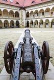 Antyczny żelazny działo przy królewskim kasztelem w Niepolomice, Polska Obrazy Royalty Free