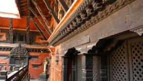 Antyczny brąz i mosiądz dekorowaliśmy świątynię, Rudra Varna Mahavihar, unikalna buddyjska świątynia z obfitością modlitewny tocz zbiory wideo