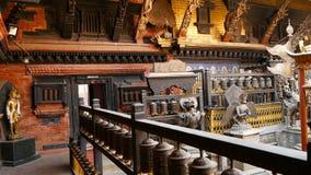 Antyczny brąz i mosiądz dekorowaliśmy świątynię, Rudra Varna Mahavihar, unikalna buddyjska świątynia z obfitością modlitewny tocz zdjęcie wideo