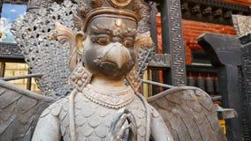 Antyczny brąz, mosiężne mitologiczne rzeźby i artefakty, Rudra Varna Mahavihar, unikalna złota buddyjska świątynia wewnątrz zbiory wideo