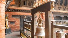 Antyczny brąz i mosiądz dekorowaliśmy świątynię, Rudra Varna Mahavihar, unikalna buddyjska świątynia z obfitością modlitewny tocz zbiory