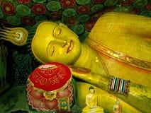 Antyczny Buddha opiera statuę, Sri Lanka Fotografia Royalty Free