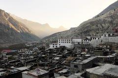 Antyczny Buddyjski monaster w Nepalskiej górskiej wiosce Zdjęcia Royalty Free