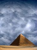antyczny cheops Egypt Giza wielki ostrosłupa niebo burzowy zdjęcie stock