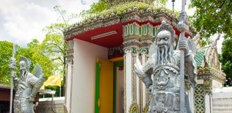 Antyczny Chiński wojownika demonu kamienia statuesat Wat Pho Obrazy Royalty Free