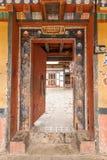 Antyczny drewniany drzwi w Bhutan Zdjęcie Stock