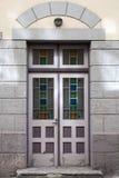Antyczny drewniany drzwi z kolorowym szklanym wystrojem Obrazy Stock