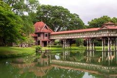 Antyczny drewniany pałac jest w ten sposób piękny przy Nakornpathom Zdjęcia Stock