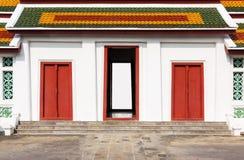 Antyczny drzwi Tajlandzka świątynia Widziimy świątynną drzwiową sztukę w wigilii Fotografia Stock