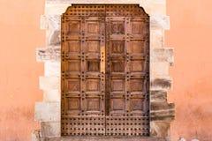 Antyczny drzwi w głównej ulicie Pisa, Włochy Obrazy Stock