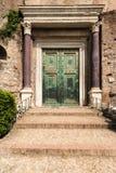 Antyczny drzwi w Rzym Zdjęcia Royalty Free
