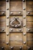 Antyczny drzwiowy knocker średniowieczny portal Fotografia Royalty Free