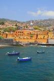 Antyczny forteca, miasto plaża i łodzie rybackie, funchal Madeira Portugal obraz stock