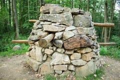 Antyczny forteczny eski dom blisko lasu fotografia royalty free