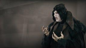 Antyczny horroru mutanta wampir z wielkimi strasznymi gwoździami Teksta miejsce Zdjęcie Stock
