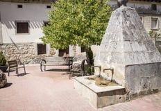 Antyczny kamień zrobił wodnej fontannie w Agés, prowincja Burgos, Hiszpania Zdjęcie Stock