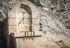 Antyczny kamień zrobił wodnej fontannie w Castelo Rodrigo, Zdjęcia Stock