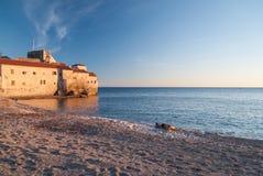 Antyczny kamienny miasteczko morzem Zdjęcia Royalty Free