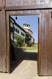 Antyczny kościelny widok przez drzwi Obrazy Royalty Free
