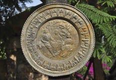 Antyczny Meksykański kolonista rzeźbiąca miedziana taca obraz royalty free