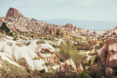 Antyczny miasteczko i kasztel Uchisar kopaliśmy od góry zdjęcia stock
