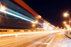 Antyczny miasteczko Nesebar UNESCO - ochraniający Droga, nocy światła, wiatraczek Samochodu światła ślada Ujawnienie długa fotogr fotografia stock