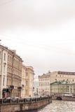 Antyczny miasto na rzece obrazy royalty free