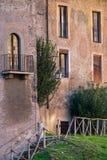 Antyczny mieszkaniowy kamienia dom w centrum Rzym Włochy Obrazy Stock