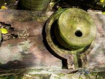 Antyczny millstone zielonego liszaju i Antycznego millstone wokoło Zdjęcia Royalty Free
