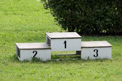 Antyczny podium dla nagród atletyka po środku Zdjęcie Stock